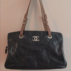 Chanel quilted shoulder bag with leather straps